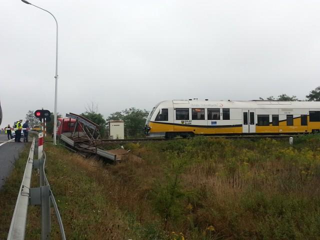 Wypadek szynobusu w Zgorzelcu. Pociąg zderzył się z ciężarówką, 09.09.2015 r.