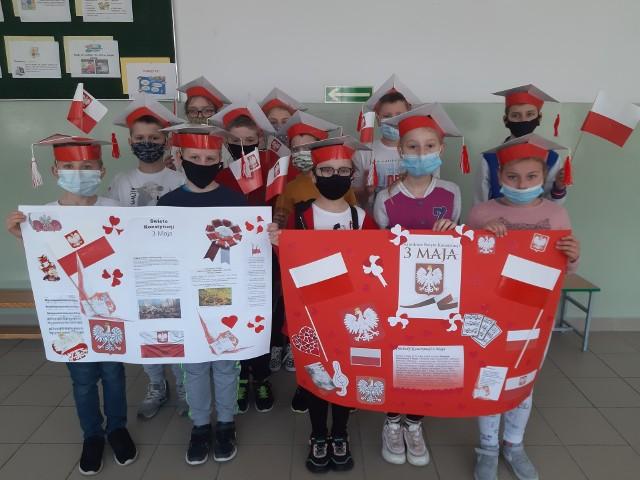 O obchodach Święta Konstytucji Trzeciego Maja nie zapomnieli uczniowie klasy 3c z Zespołu Placówek Oświatowych w Koprzywnicy