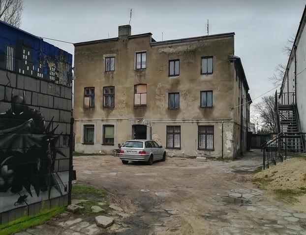 Na dwa miesiące została aresztowała 22-letnia lokatorka kamienicy przy ul. Kościuszki w Pabianicach, która wzniecała pożary w budynku. Młoda kobieta podkładała ogień na klatce schodowej i podwórzu kamienicy, w której mieszkała, wraz z konkubentem. Jak ustalili funkcjonariusze, niewykluczone, że motywem jej działania był konflikt sąsiedzki. Czytaj więcej na następnej stronie...