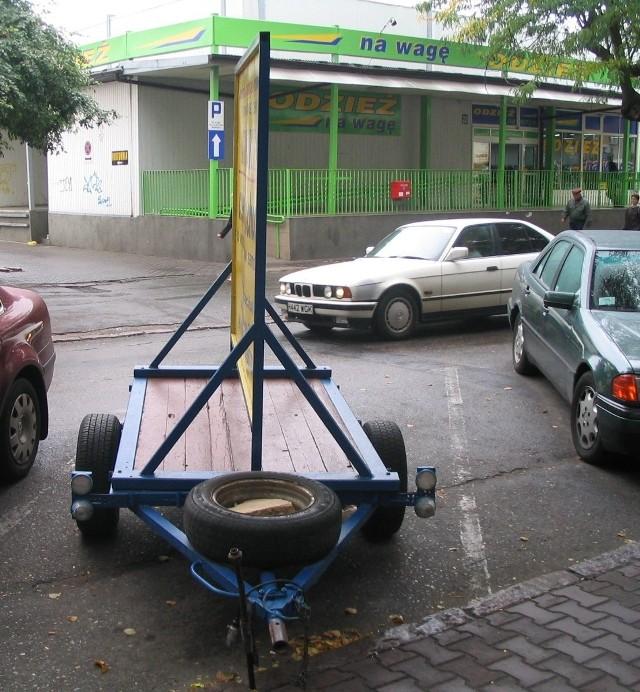 Teraz można postawić sobie przyczepkę w Strefie Płatnego Parkowania i za małe pieniądze reklamować swoją firmę w centrum miasta.