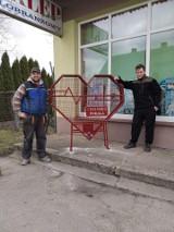 Serce wykute ze stali – symbolem dobra i radości. Piękna akcja młodych ludzi z Chełmska