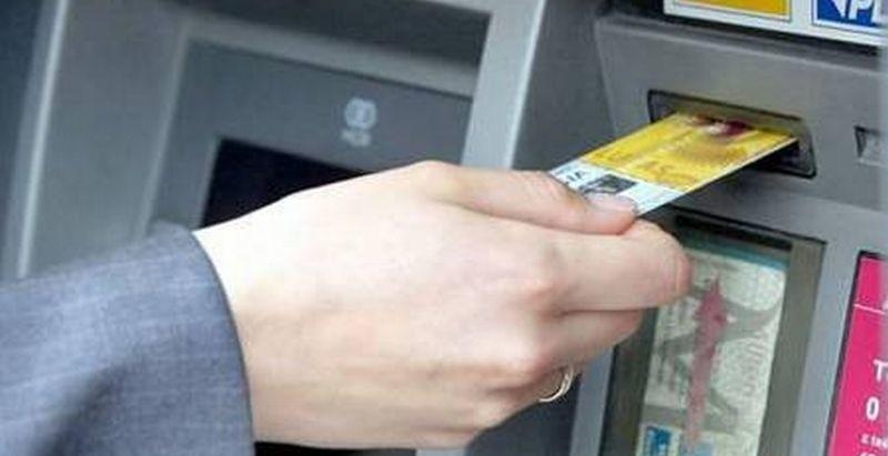Karty mogą być kopiowane w sklepach, restauracjach, na...