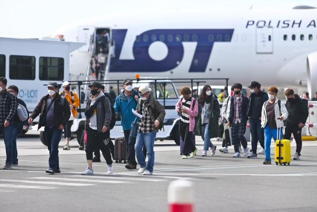 17 kwietnia wylądowało we Wrocławiu 200 osób: pracowników LG Chem wraz z rodzinami. Teraz przyjechała druga grupa