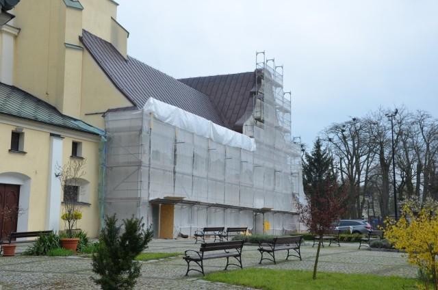 Remont zabytkowego klasztoru ojców bernardynów w Warcie