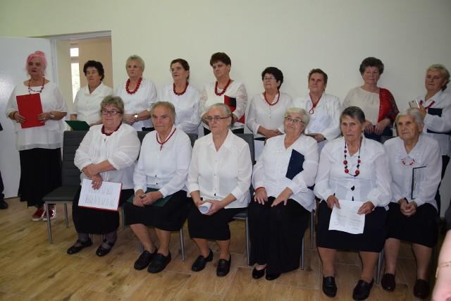 W Leśnicy w gminie Małogoszcz otwarto Klub Senior  . Seniorzy mają miejsce do spotkań i rehabilitacji.