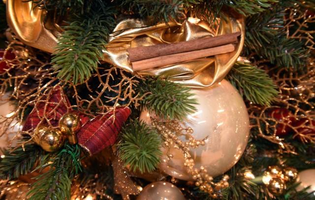 Święta Bożego Narodzenia już za dwa tygodnie. Czy aby na pewno wiesz, skąd wzięły się znane i powszechnie kultywowane zwyczaje typowe dla tego wyjątkowego czasu? Specjalnie dla Was przygotowaliśmy listę symboli Świąt Bożego Narodzenia.
