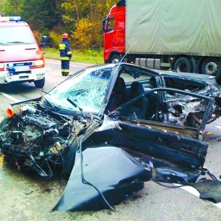 Nikt nie ma wątpliwości, że to tylko cud, iż kierowca tej hondy przeżył wypadek, który sam spowodował