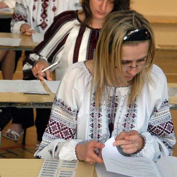 Maturzyści twierdzili, że tematy na dzisiejszym egzaminie nie przysporzyły im trudności.