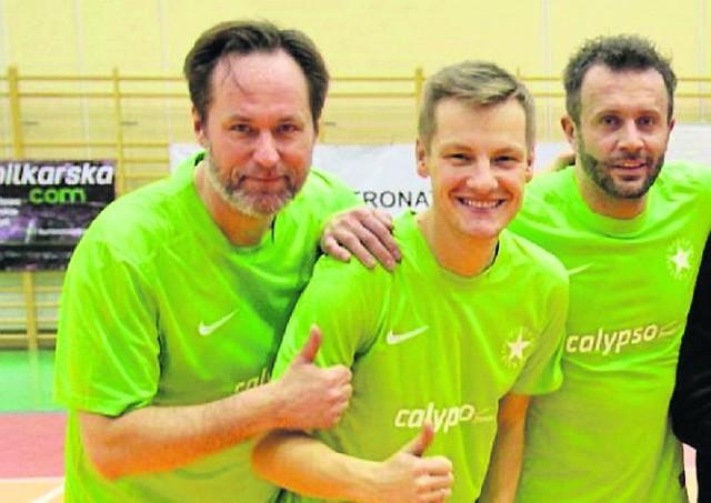 Rafał Mroczek ( w środku) i Przemysław Cypryański (po prawej) w niedzielę zagrają na stadionie w Łomży