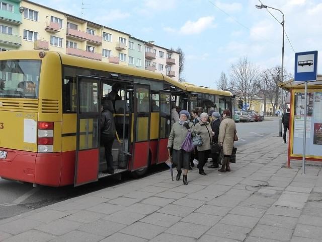Inicjatorką darmowych przejazdów dla kierowców była burmistrz Jolanta Barska. Radni przyjęli uchwałę w kwietniu 2012 r., a pomysł zrealizowany w Nysie odbił się szerokim echem w całym kraju.