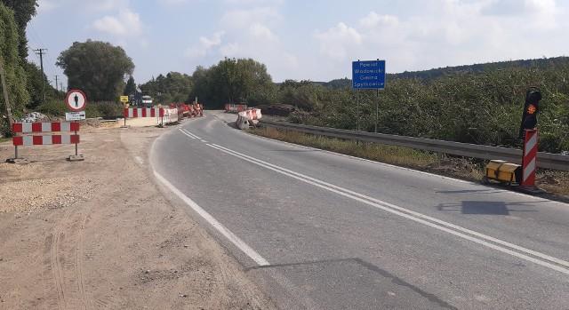 Na drodze krajowej 44 w Palczowicach (gm. Zator) kierowcy muszą liczyć się z utrudnieniami