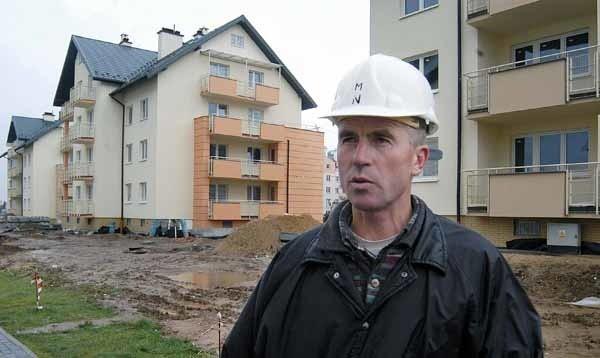 - Brakuje ludzi do pracy. Budujemy teraz 8 budynków na osiedlu Strzyżowska w Rzeszowie, a mamytylko 150 pracowników - przyznaje Marian Niekurzak, kierownik budowy firmy Adma .