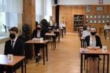 Szkoły otwarte we wrześniu. Liczba chorych na koronawirusa może wzrosnąć kilkukrotnie