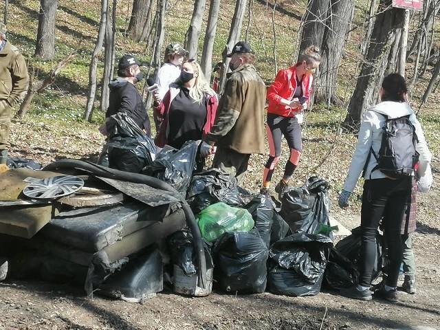 Wielkie sprzątanie rezerwatu Grapa odbyło się wczoraj 10 kwietnia w Żywcu. W akcji uczestniczyli ratownicy WOPR, wędkarze, mieszkańcy. Zobacz kolejne zdjęcia. Przesuwaj zdjęcia w prawo - naciśnij strzałkę lub przycisk NASTĘPNE