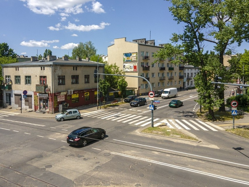 Ul. Kasprzaka - skrzyżowanie z ul. Srebrzyńską.