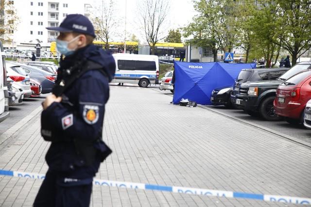 oruńska policja od dawna miała na oku jedno z mieszkań na ul. Olsztyńskiej w Toruniu, a właściwie jego lokatorów, podejrzewanych o udział w obrocie znaczną ilością substancji psychotropowej.