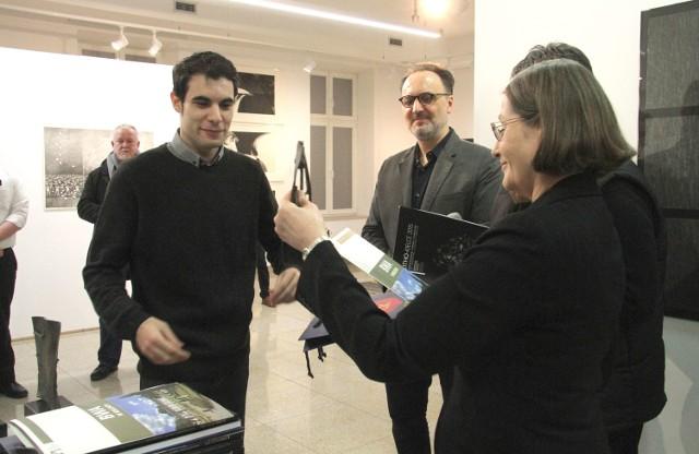 Wernisaż połączono z wręczeniem nagród i wyróżnień. Grand Prix – Nagrodę Prezydenta Kielc otrzymał Rafael Rodriguez z Belgii.