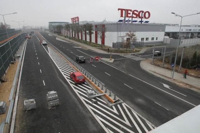 Z prawego pasa nowego odcinka ulicy Świętokrzyskiej w Kielcach, prowadzącej na Rzeszów i Lublin, kierowcy będą mogli zjechać estakadą wprost na parkingi Galerii Echo.