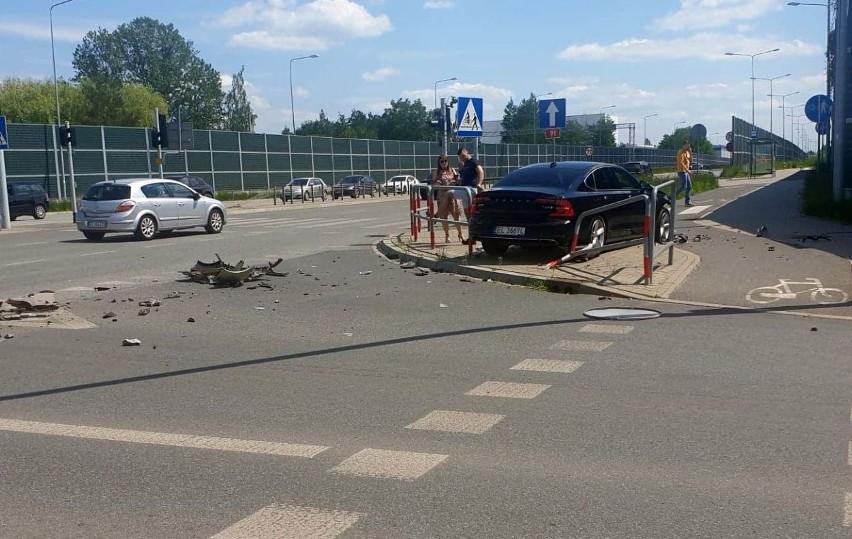 Wypadek na skrzyżowaniu Bartoszewskiego i Siostrzanej w Łodzi ZDJĘCIA