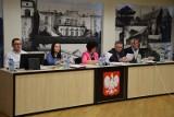 Zabierzów. Sesja budżetowa Rady Gminy ze  ślubowaniem nowego radnego