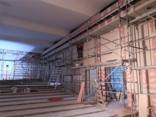 Instalacje wymienione. Przed nami prace malarskie i wykończeniowe oraz montaż nowych foteli