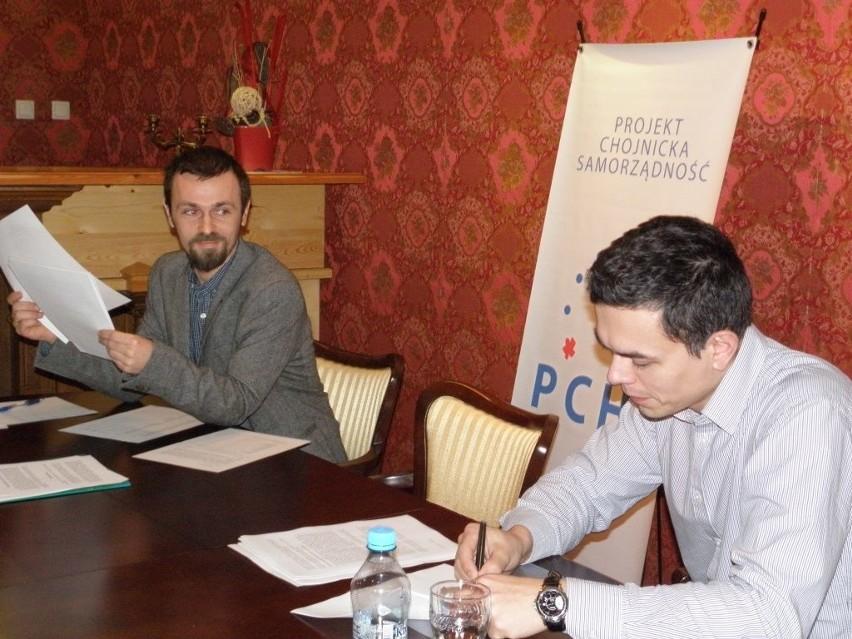 Od lewej Radek Sawicki i Kamil Kaczmarek na konferencji PChS