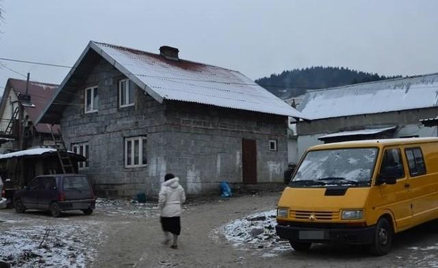 Na romskim osiedlu w Koszarach mieszka około 140 osób. 11 budynków to samowole budowlane o różnym standardzie życia