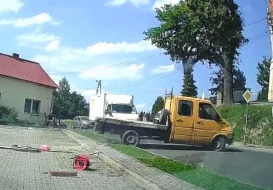 Pijany kierowca zdemolował parking w Kleczy pod Wadowicami