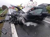 Karambol w Dąbrowie pod Opolem na DK46. Audi zderzyło się z porsche i ciężarówką. Jeden z kierowców zawracał na wiadukcie