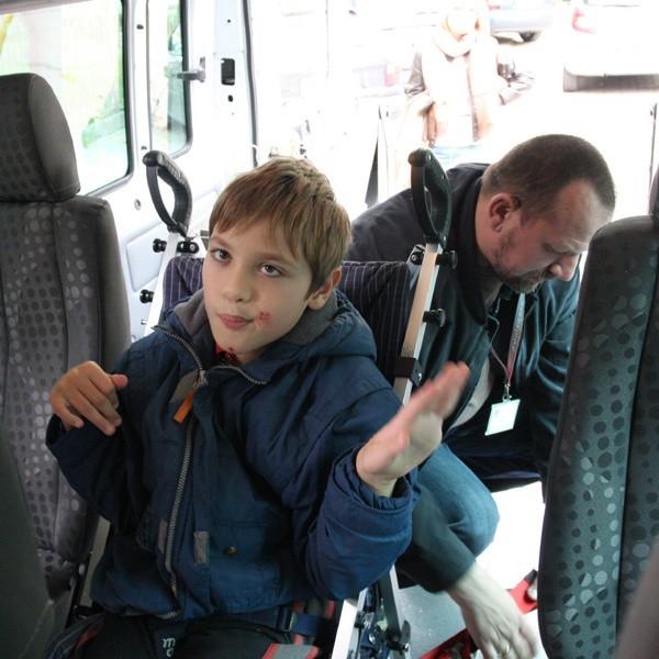 Dziś po szkole Piotrusia odebrała prywatna opiekunka, której płaci jego mama