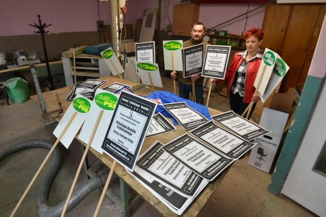 W Społem Spółdzielni Spożywców w Kielcach przez całą środę związkowcy przygotowywali transparenty na wyjazd do Sejmu.