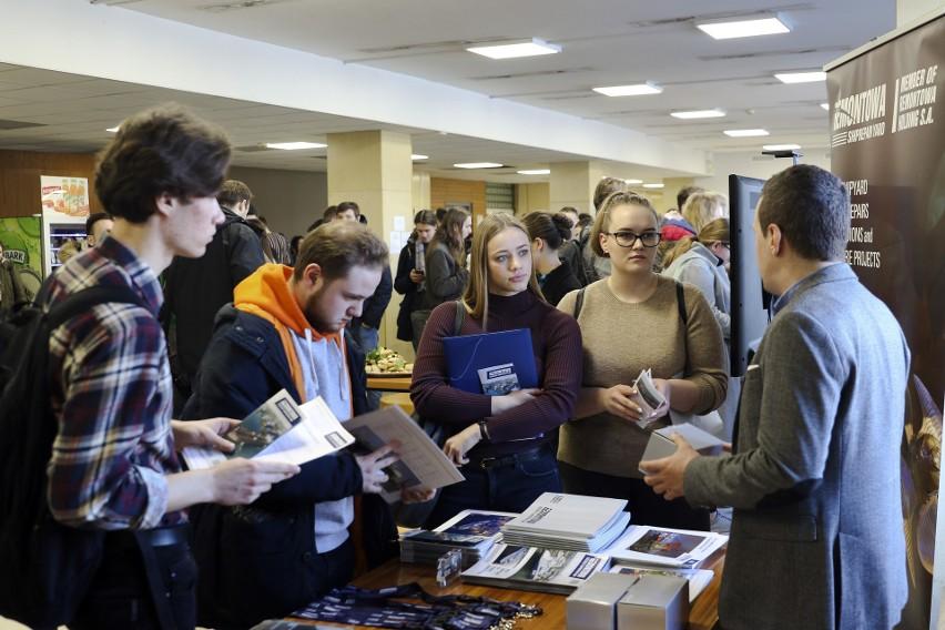 Ponad 200 studentów zapoznało się z ofertami staży i praktyk...