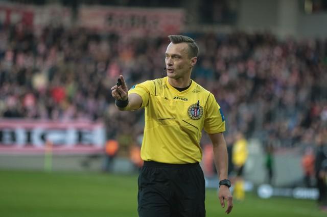 Jarosław Przybył na poziomie ogólnopolskim sędziował w blisko 200 meczach.