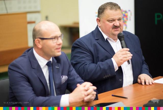 I my, i Wy spełniamy marzenia o województwie podlaskim. Dzięki tym funduszom będzie można spełnić kolejne marzenia naszych mieszkańców. Dziękuję za to - mówił wicemarszałek Stanisław Derehajło  ( z prawej). Obok marszałek Artur Kosicki