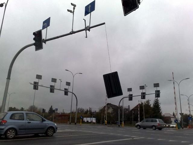 Oberwana sygnalizacja na ulicy Poleskiej