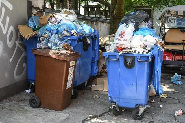 Pomysłów, jak dorwać kogoś, który wyrzuca niesegregowane śmieci jest kilka...