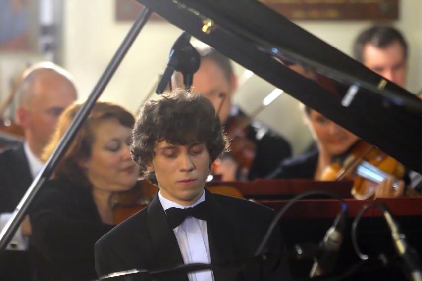 W czwartek 18 bm. laureat konkursu chopinowskiego wystąpi w nakielskiej Farze. Koncert rozpocznie się o godz. 20