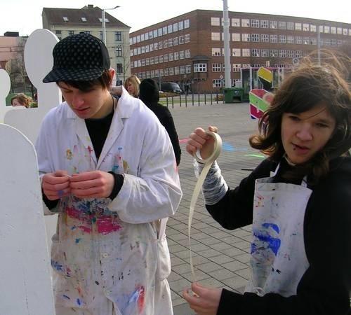 Dziewczyna o serbołużyckim imieniu Lubina pojawia się na festiwalu nie tylko jako statuetka, wręczana zwycięzcy. Co roku plac przed festiwalowym centrum w Hali Miejskiej zapełniają sylwetki Lubiny. Chociebuscy uczniowie malują postacie w symboliczny sposób.