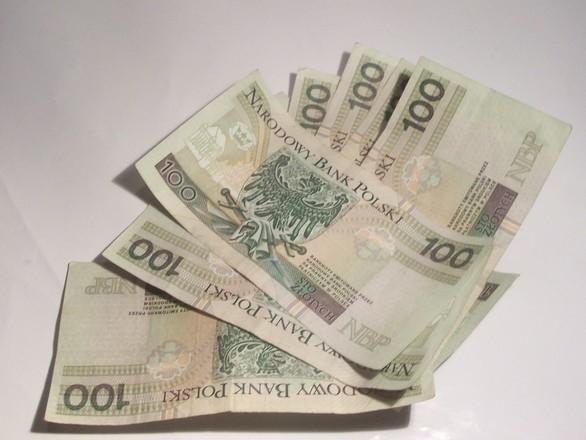 Na Posterunku Policji w Skarszewach zgłosił się 28-letni mężczyzna, który przekazał funkcjonariuszom znalezione na ulicy pieniądze