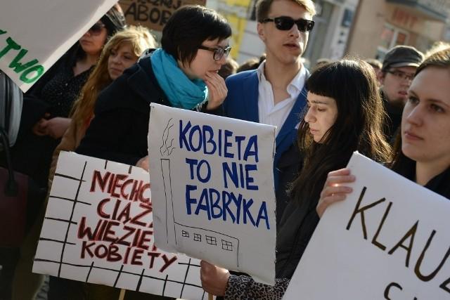 Dzień Kobiet w Poznaniu: Manifa przeszła ulicą Półwiejską
