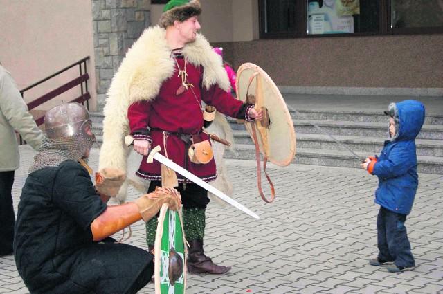 Wikingowie prezentowali się w strojach i w pełnym orężu. Budzili podziw najmłodszych nowotarżan