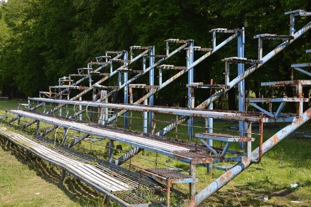 Metalowa trybuna od strony parku została już zdemontowana