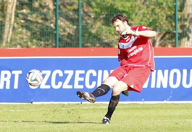 Darko Brljak, słoweński bramkarz Floty, wyleciał z boiska za zagranie ręką poza swoim polem karnym.