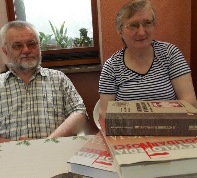 Maria i Andrzej Perlak w altanie swojego bytomskiego mieszkania.