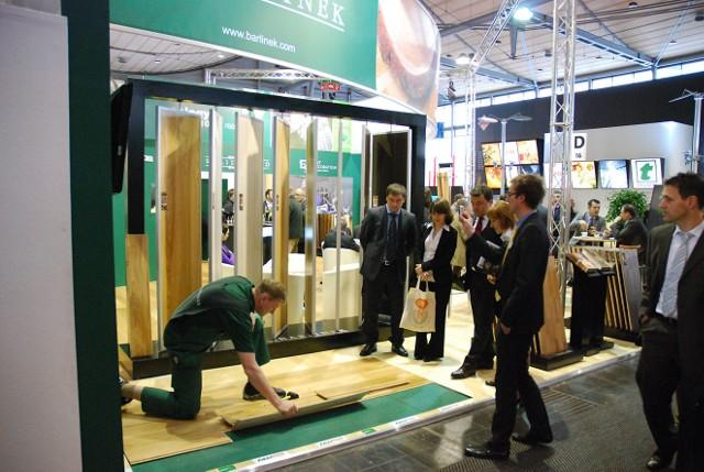 Największy europejski producent  podłóg drewnianych prezentuje podczas targów szerokie portfolio produktów z kategorii podłóg 3-warstwowych