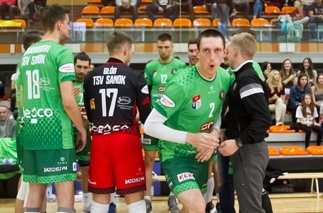 TSV Sanok i Lechia Tomaszów Mazowiecki rozegrały w tym sezonie już 10 setów. w Sanoku 3:2 wygrała Lechia, a w Tomaszowie 3:2 zwyciężył TSV.