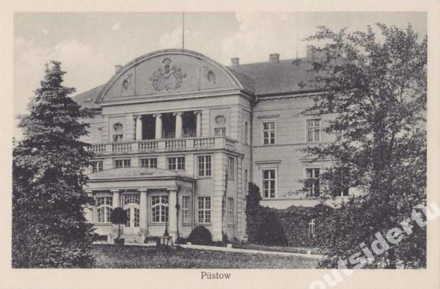 Pałac w Pustowie (gm. Kępice) z XIX wieku. Posiadłość rodziny Zitzewitzów. Zabudowania dworskie uległy zniszczeniu po 1945 roku.