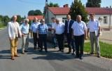 Kolejne kilometry nowego asfaltu w gminie Ożarów