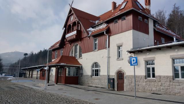 Zmodernizowany dworzec Szklarska Poręba Górna.