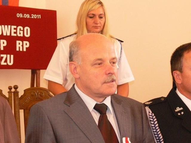 Mirosław Kret cieszy się z korzystnego dla niego orzeczenia komisji badającej naruszenia dyscypliny finansów publicznych